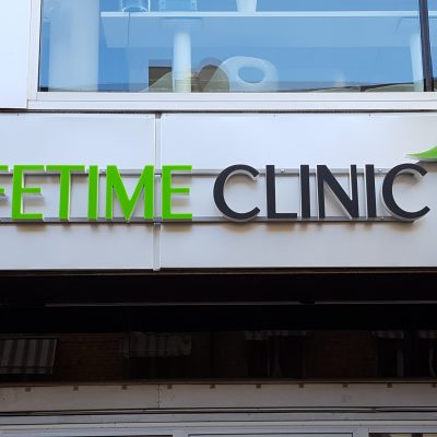 LIFETIME CLINIC. LED skylt, profil P6.