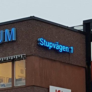 Renovering neonskylt, Helenelund Centrum