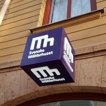 Leverans av skyltar till Svenska Mäklarhuset