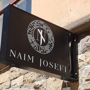 Dubbelsidig led skylt till Naim Josefi Store på Rörstrandsgatan.